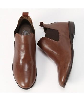 スニーカーもいいですが、冬はやはり革の靴を履きたくなりますね。大人っぽいスタイルには、サイドゴアブーツがいいでしょう。かっちりとした靴で気分もキリッとしてきます。