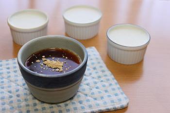 豆腐を攪拌して混ぜたプリンは、ふわっとムースのような食感に!豆腐だからヘルシーなのも嬉しいポイント。ほんの少しのジンジャーパウダーがアクセントになっています。