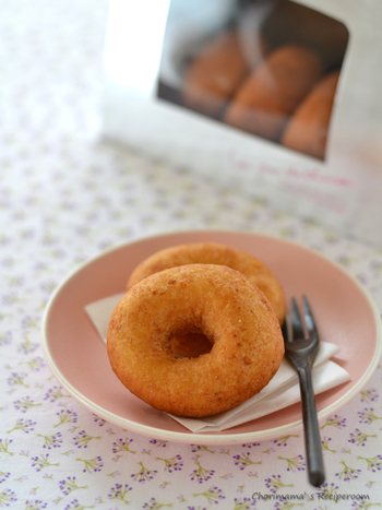 外はカリッと中はふわふわのおからドーナツ。おからだからヘルシーですよね。大豆ならではの優しい甘さも味わい深いスイーツです。