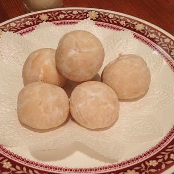 深煎りコーヒーによく合うマカデミアナッツのクッキー『ネージュ』。