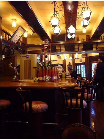 1971年、30種類の豆を扱うコーヒー店として蒲田でオープンしたのが始まり。専門志向の店として人気を博し、翌72年に銀座に進出しました。「和蘭豆」は、江戸時代のコーヒー豆の呼称です。