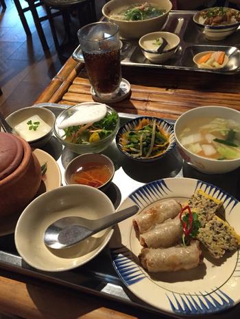 ランチはセットや単品料理など、バラエティー豊かなメニューが充実しています。どれも美味しそうな料理ばかり。本場の味が楽しめる「アンゴン」は、思わず何度も足を運びたくなるお店です。