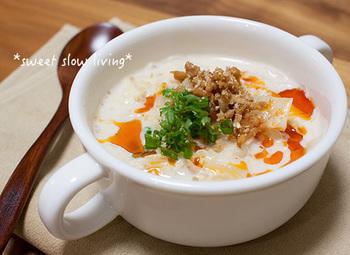 豆乳と生姜でほっこり温まる深夜にぴったりのスープ春雨。鶏そぼろは時間のある時に作り置きして常備しておくと時間短縮にもなりそう。