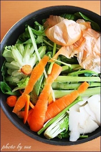 ふだんは捨ててしまいがちな野菜のくずですが、実はこうした部分にこそ栄養分がもっとも含まれているんですね。おどろきの事実です!
