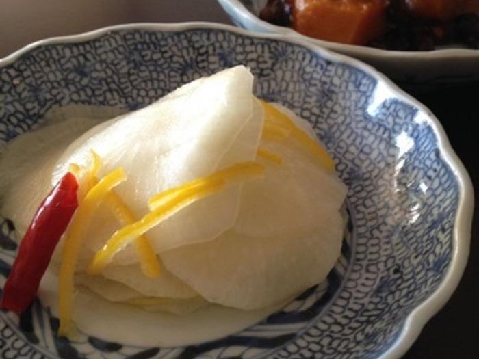 こちらもおせちにぴったりの、柚子大根。柚子の果汁も加えるので、さっぱりサラダ感覚で食べられます。薄くスライスして作るのが上品な雰囲気なので是非真似してみてはいかがでしょう?