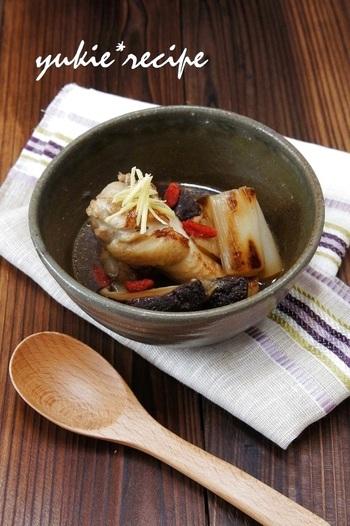 ビタミンやミネラルを豊富に含むクコの実を使った薬膳レシピ。手羽元のうまみとコラーゲンがたっぷりしみ出たスープで体を整えましょう。クコの実はドライフルーツ売り場や中華食材店などで売られていることが多いです。