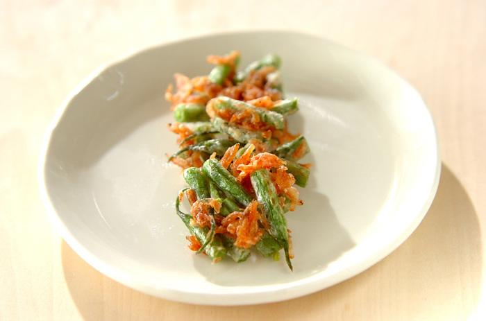 干し桜エビとサヤインゲンの色合いがきれいな天ぷらです。華やかな一品なので、お弁当に入れてあげても良いですね。