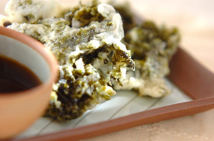 乾燥アオサを水で戻して、しっかり水分を切ってくださいね。潮の香りが楽しめるので、お蕎麦にのせてもそのまま食べても美味しいですよ。