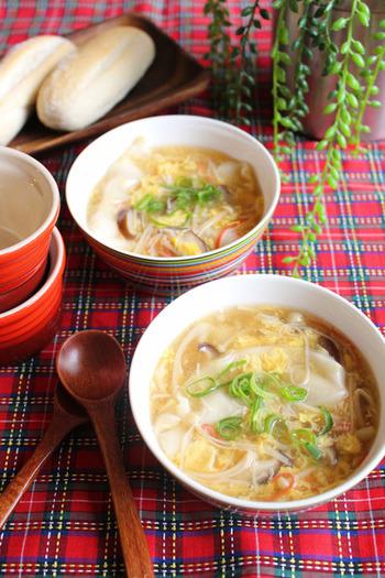 時間のない朝にも簡単時短スープ♪市販のスープ餃子をアレンジしたレシピです。柚子胡椒のスパイスであさから元気にいってらっしゃい♪