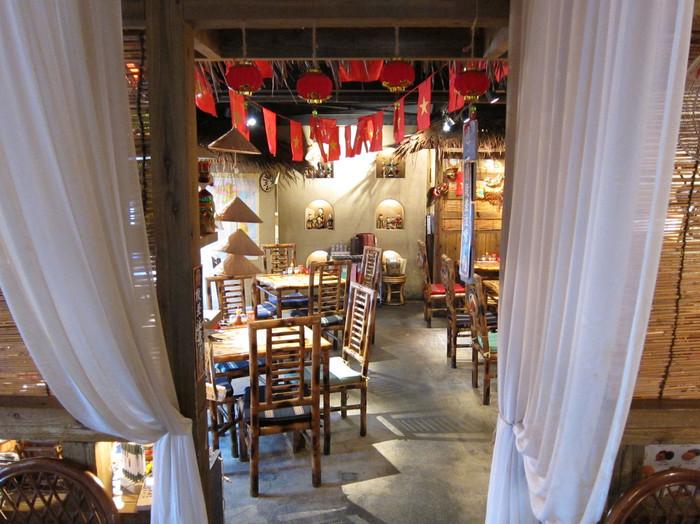 店内もおしゃれなアジアンムード。雑貨・家具・小物に至るまで、本場ベトナムの雰囲気たっぷり。アジアンなインテリアに囲まれながら、ベトナム人シェフ自慢の本格料理をいただきましょう♪