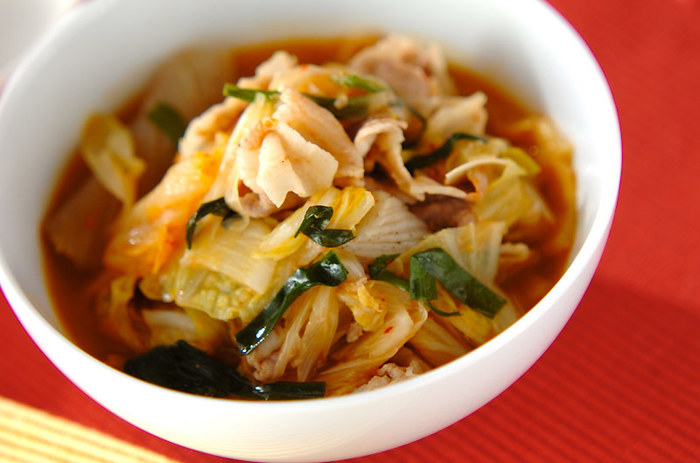 具だくさんで栄養たっぷりのスープ。発汗作用のあるキムチをプラスして、デトックス効果も期待できます。