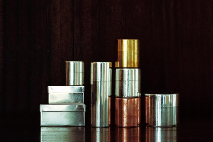 懐かしさの中に繊細さが光るSyuRo(シュロ)のブリキ缶。