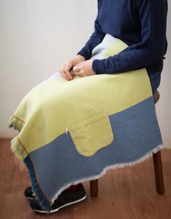 ウールを織り込んだ生地は、暖かく、ばっちり防寒してくれます。ウールがたっぷり入っているのでしっとりとした肌触り。