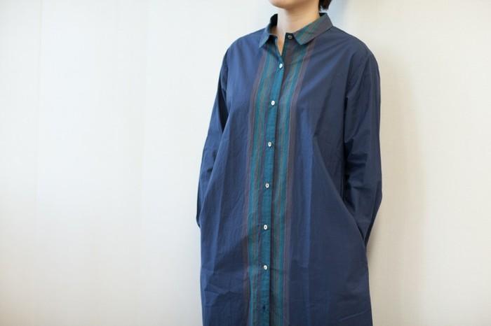 ストライプのラインがキレイな、上品なハリのあるロングシャツ。