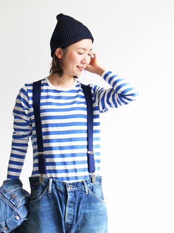 脇と袖下は縫い代のごわつきを軽減するため、四本針のフラットシーマで縫い上げられています。