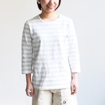 初夏や秋口、軽やかに着こなせる七分袖もラインナップ。