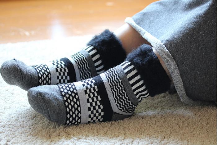 シックに幾何学柄のモノトーンはどうですか?あまり派手なのは苦手かも・・・という人ぴったり。たくさんあるデザインから、自分好みの靴下を探してみましょう。