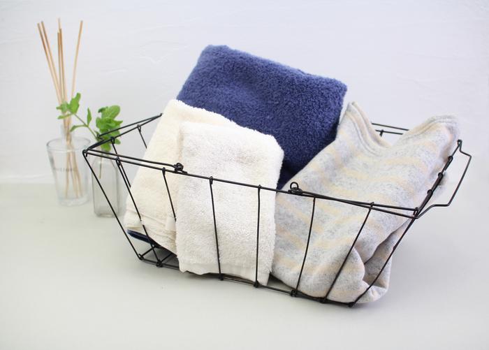 本やノートはもちろん、リネン類やタオル、衣類の収納として使っても◎ バスルームやクローゼットの中に置くだけで、スタイリッシュな空間に早変わり!