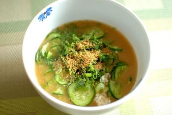 宮崎の郷土料理、冷汁。 使用する材料は、いりこに、ごまにきゅうりなど、からだに優しい食材ばかりです。 少しからだに疲れがたまってきたときに、いかがでしょう。