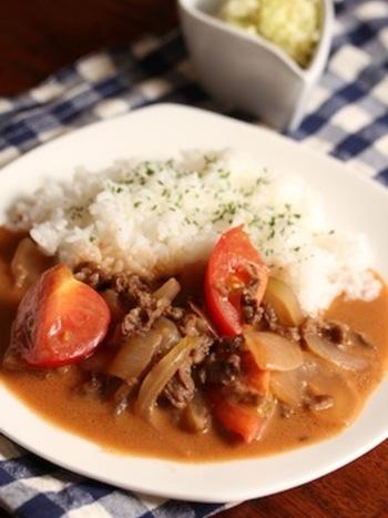 カレーやハヤシライスに似た系統のロシア料理。 マイルドで酸味のある味わいが特徴です。 ちょっと変わった料理にチャレンジしたいときにいかがでしょう。
