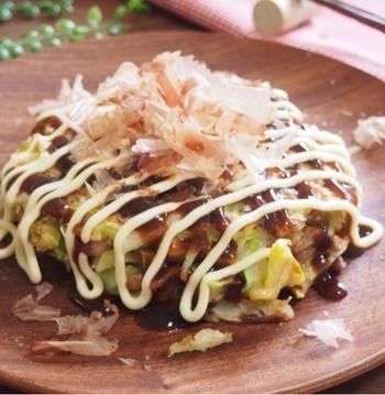 納豆のネバネバと、もちもちのお餅、相性が良いですよね。マヨとソースではなく、ポン酢でいただくのも低カロリーですし、あっさりして美味しそう。