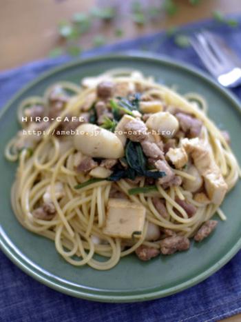 ゴロっと里芋を入れてボリュームたっぷりのパスタに。食べ応えもばっちりで、いつもと違った和風パスタを楽しめます♪