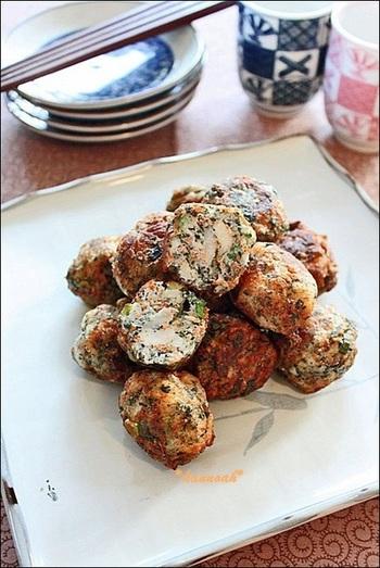 ワカメと里芋でヘルシーなさつま揚げに。お弁当やおつまみにもおすすめです。作り方も簡単なので、もう一品ほしいときにもピッタリ☆