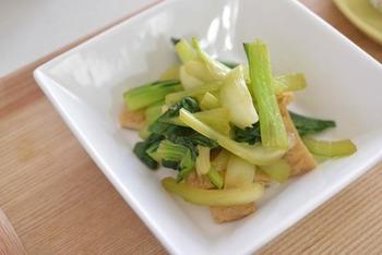 青梗菜と油揚げの中華風のおひたしのレシピです。ごま油が香り食欲をそそります。