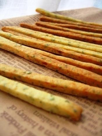 マッシュしたじゃがいもにチーズや青のりを混ぜてオーブンで焼き上げます。ベーコンや野菜、スパイスなどを混ぜ込んで、大人のおつまみにしてもいいかもしれません。