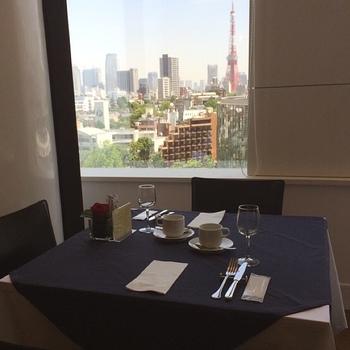 窓からの眺めがよく東京タワーが見えます。夜になると夜景がきれいですのでデートなど、ロマンティックなひとときを過ごせそうです。