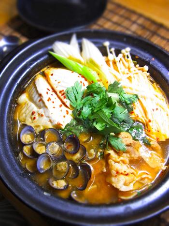 しじみを使ったスンドゥブのレシピ。しじみのエキスとみそ味のピリ辛スープの相性はあさりとはまた違った美味しさに。