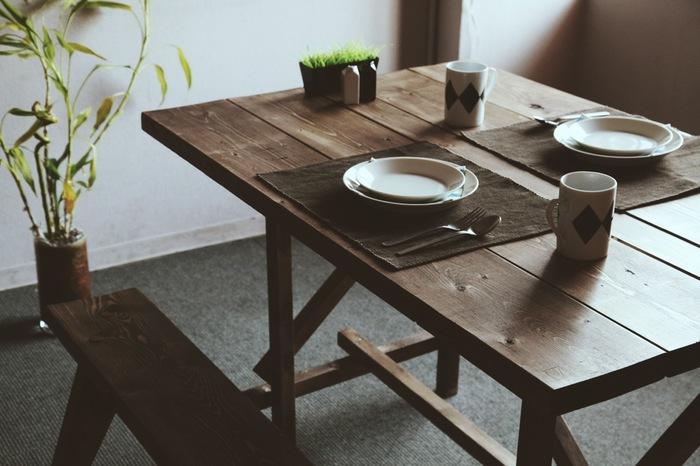 『DINING SET(ダイニングセット)』  ベンチ2台とテーブルを合わせたダイニングセット。テーブル幅は1200mmで、大きすぎず小さすぎずちょうどいいサイズ。新生活のスタートを、自分で作ったダイニングセットとともに迎えたいですね。
