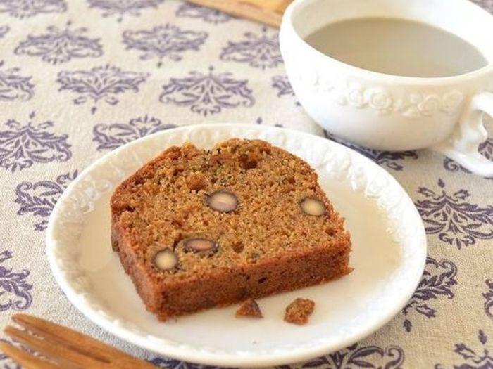 親戚が集まった時にぴったりな大人のデザートはこちら。  ほうじ茶のほのかな香りと黒豆の甘さに癒されます。