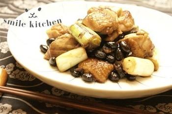 家に残った食材でもう一品。  黒豆の甘さが程よいアクセントになり、一度食べたらお箸が止まらなくなっちゃいますよ。