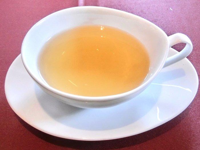 飲み物はオーダー制で、10種類以上あります。定番のコーヒー、紅茶やハーブティ、ウーロン茶などがおもなラインナップです。また、おかわり、お取り替えが可能です。