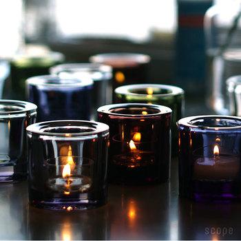 kiviは色の種類も豊富。華やかすぎない深みのある色が落ち着いた部屋作りに一躍買ってくれます。キャンドルを使わないときは、そのままのガラスの美しさを楽しんで。