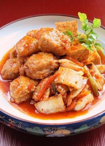 少し豪華な豚キムチはいかがでしょうか。食べ応えのある角煮とキムチは、ご飯にぴったり合います。
