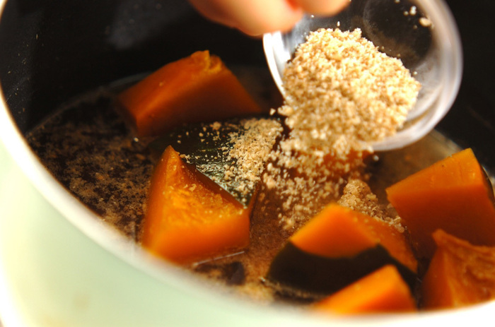 こっくりとした煮物にも、胡麻の旨みと香りをプラスしましょう♪