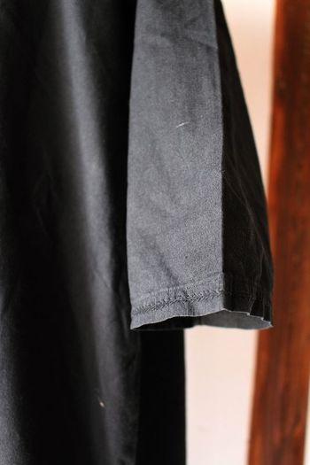 一般的にアンティークコットンは薄手のものが多いですが、このコットンは厚みがあり、しっかりとした素材感。刺繍やレースなどの装飾もシンプルなかわいさなので飽きが来ず、長く着用できそうですね。