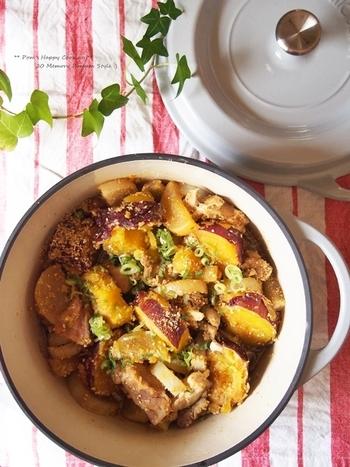 白すり胡麻と豆板醤の、ちょっぴりピリ辛あったかい煮込み料理。さつまいもで彩りもよく、見た目と香りがパッと華やぐレシピですね。
