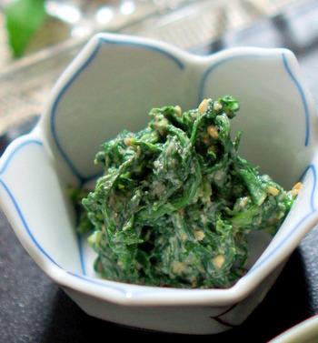 練り胡麻も使った春菊の胡麻和え。旬の春菊の香り高さといったらありませんね。個性的な香り同士なのに、お互いを高めあう組み合わせです。