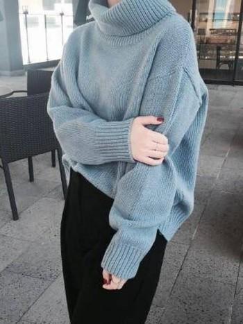 存在感のあるオーバーサイズニットをざっくり着るだけで、あったか真冬コーデのできあがり。 体型が見えないので華奢に見え、着やせ効果も◎