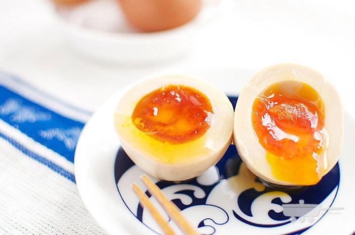 作り置きできる半熟煮卵のレシピ。【冷蔵庫で5日保存】が可能。半熟卵を作るポイントを守れば誰でも簡単にとろとろ半熟卵を作れます。