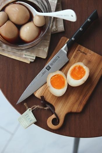 卵とうずらの卵の半熟煮卵レシピ。より味が染み込みやすいポイントを参照して、おいしい煮卵を作ってみましょう。