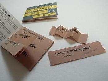 パピエダルメニイは3枚綴りになっています。使う時は1枚1枚切ってから使います。