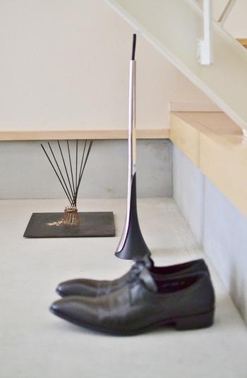 香立てや靴べらなども、ひとつひとつ丁寧に吟味して、空間にしっくりくるものを選んでいます。