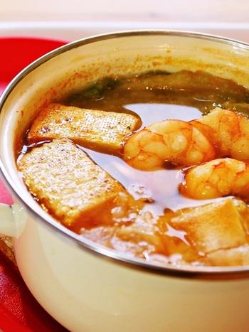 ピリッと辛いコチュジャンは体を芯からあたためてくれます。お餅にもしっかりスープを絡めてふうふうしながら食べたいですね。