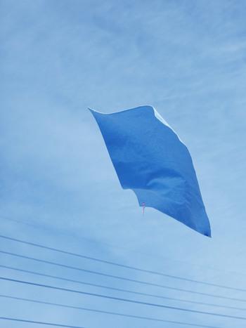 人気のハウスタオルシリーズの第一弾としてリリースされた「house towel VOL.1」。別名「青空のタオル」とも呼ばれる、美しいブルーが印象的なシリーズです。