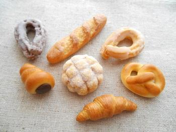 """おいしい香りがしてきそう♪ minne(ミンネ)で見つけた""""パン""""モチーフのアクセサリー♡"""