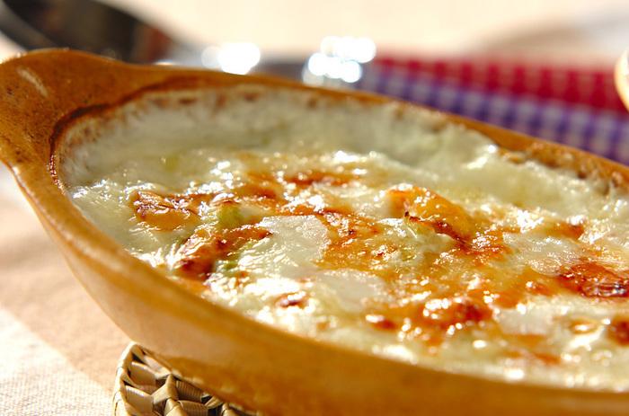 ホワイトソースに白菜の優しい甘み、そこにシーフードが加わった旨味たっぷりのグラタンです。シーフードミックスでも好きなもの1種類でも好みに合わせて楽しめます。